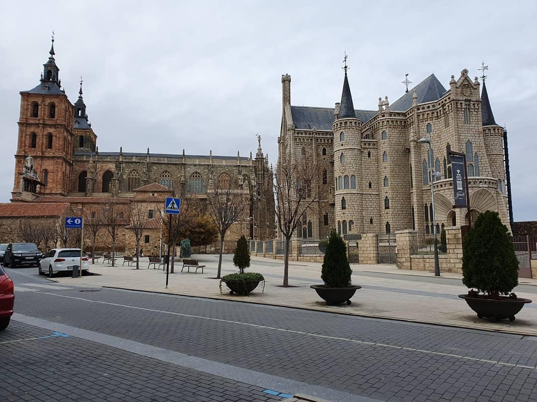 Visita guiada a la ciudad de Astorga, en donde varios pueblos y religiones dejaron aquí su huella. ¿Nos acompaña?