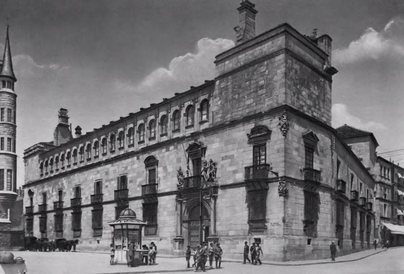 Sede de la Diputación Provincial de León de estilo renacentista del siglo XVI construido por Rodrigo Gil de Hontañón, arquitecto de las catedrales de Salamanca y Segovia, autor de la fachada de las Universidad de Alcalá, entre otras.