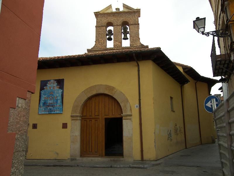 Este monasterio contenía el primitivo panteón real de León. El edificio original era de arquitectura visigótica mozárabe, de la que solamente se conserva una pequeña capilla del siglo XVI, y algunos restos de pinturas murales.