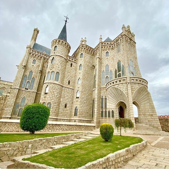 Visita guiada al Palacio Episcopal, obra del arquitecto catalán Antonio Gaudí, y al centro histórico. Ambos en la bonita ciudad de Astorga.