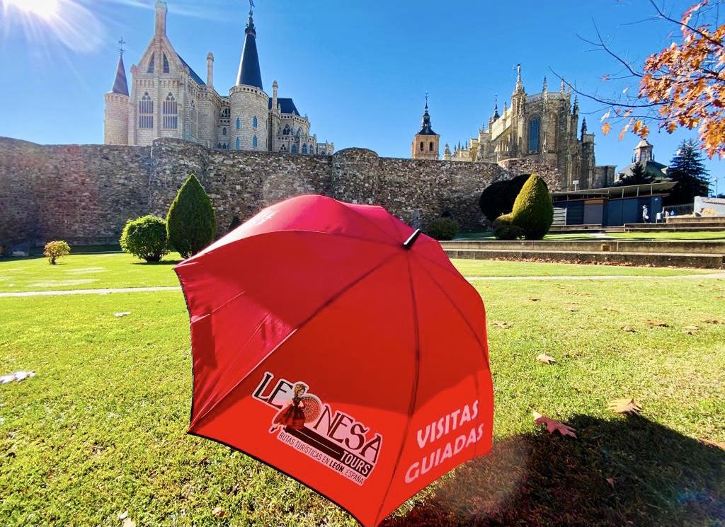 Visita guiada al Palacio Episcopal, obra del arquitecto catalán Antonio Gaudí, y a la Catedral de Santa María. Ambos edificios en la bonita ciudad de Astorga.