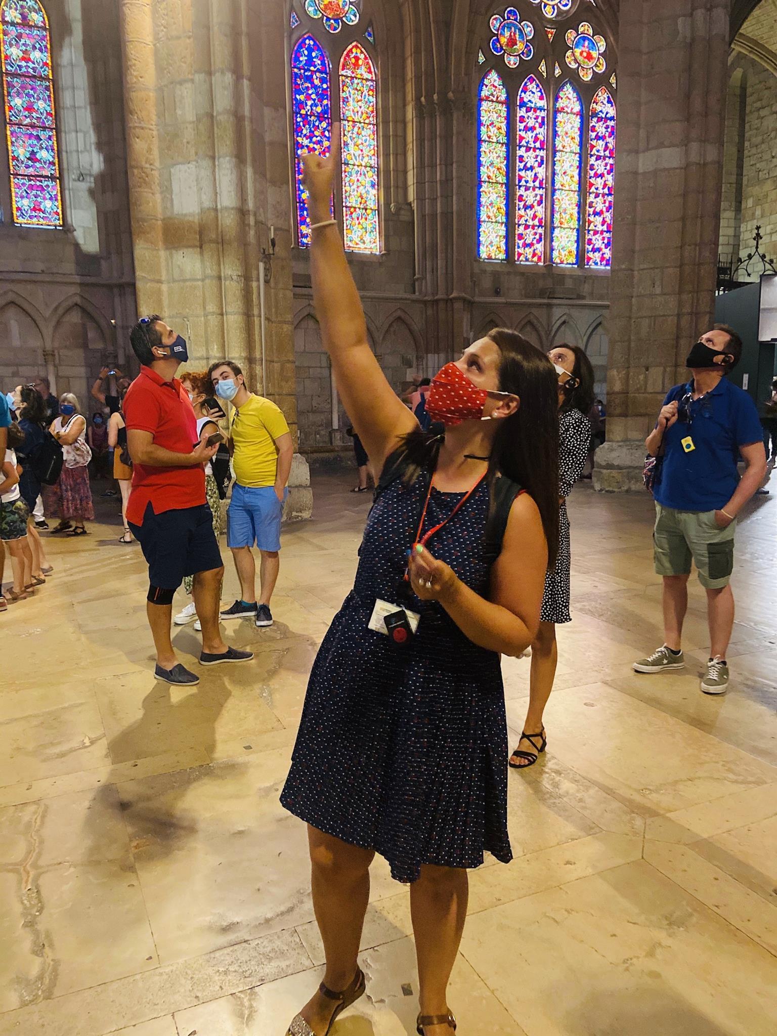 Empresa leonesa que realiza visitas guiadas a la Catedral de León.  Nuestra Pulchra, es conocida por la Catedral de la Luz, uno de los mejores conjuntos de vidrieras medievales del mundo.