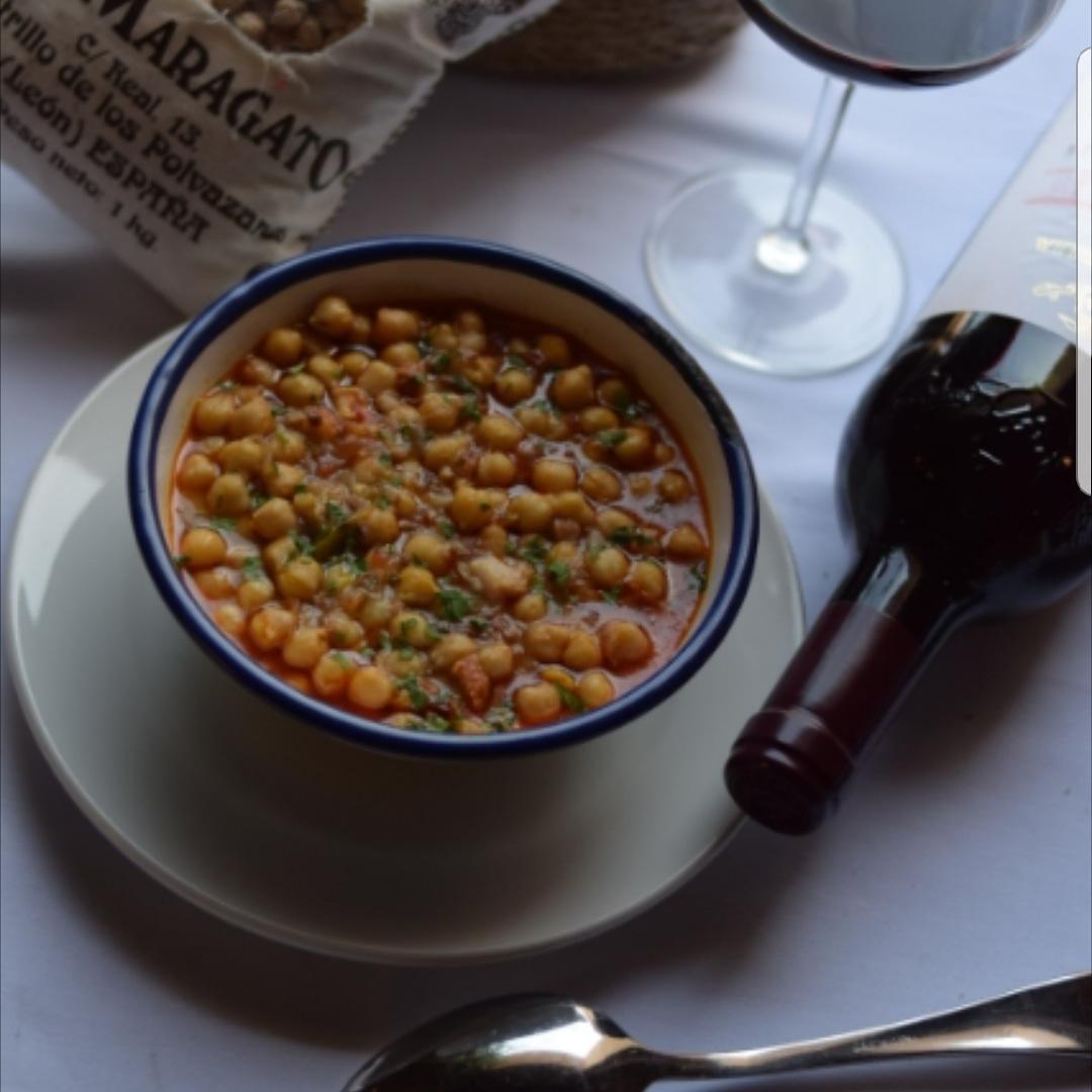Cata de vinos con degustación de productos típicos de la ciudad de León y provincia. Disfrutemos con todos los sentidos.