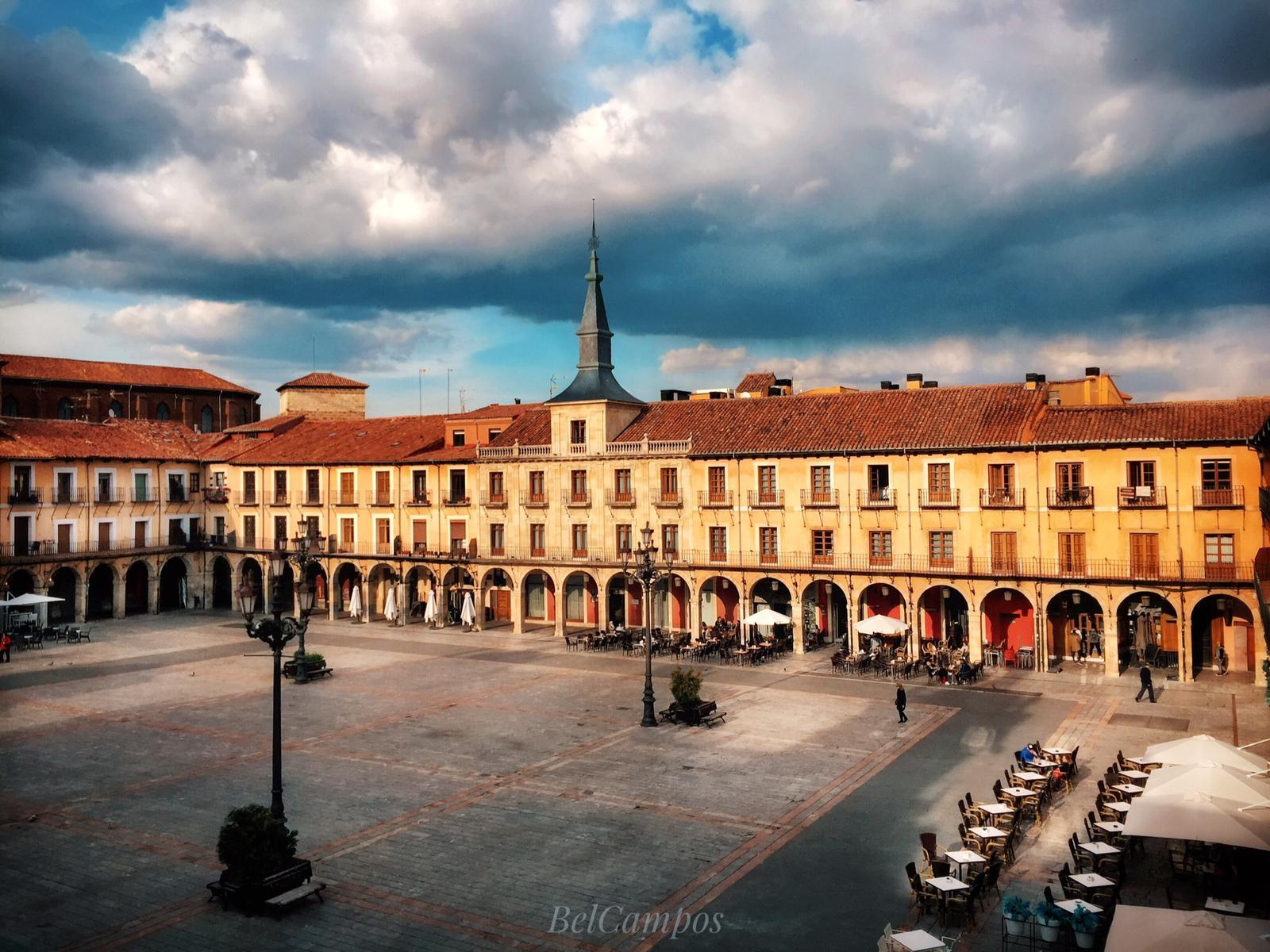 Visita guiada a la catedral y ciudad de León con una cata y degustación de productos típicos de nuestra tierra.