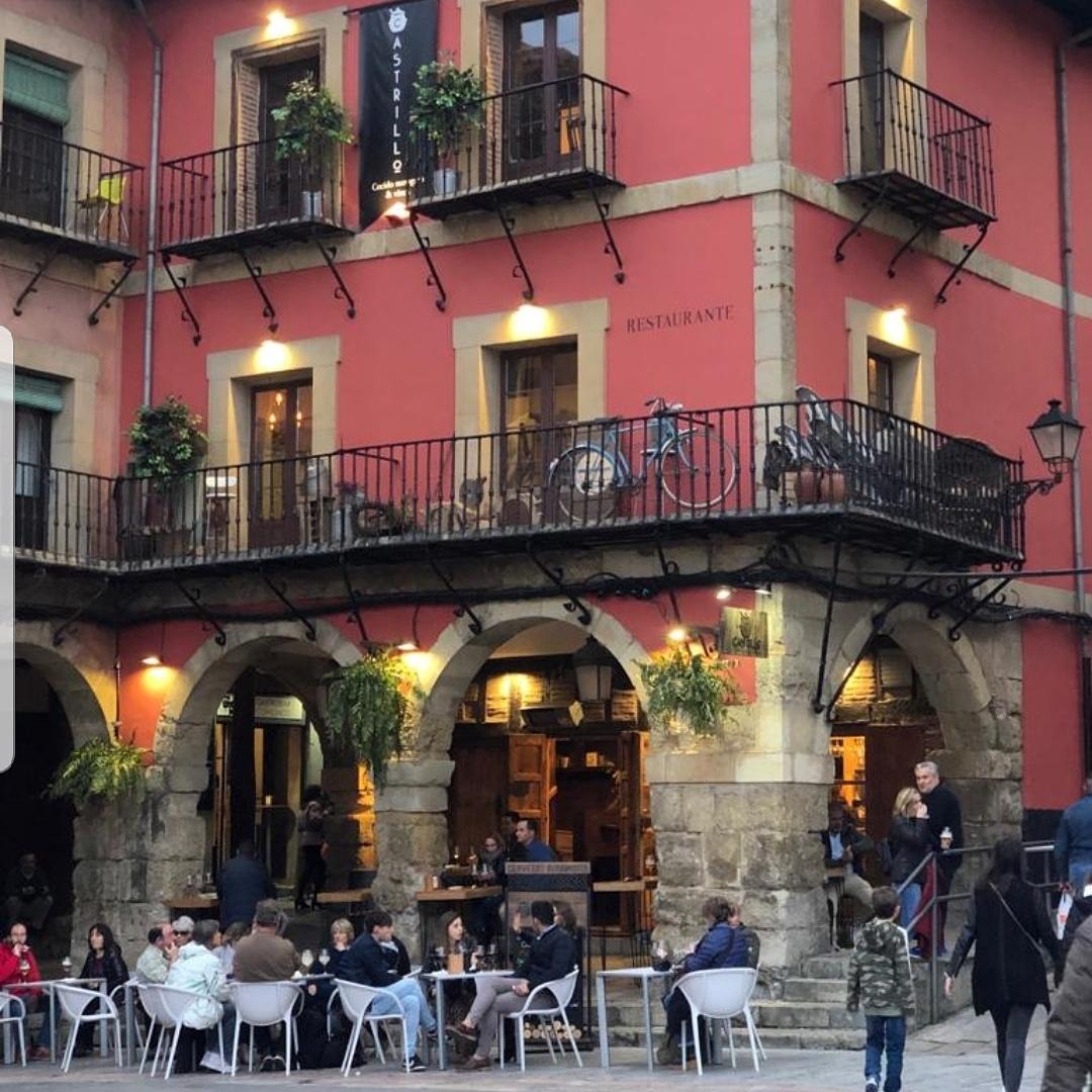 Visita guiada que combina la ciudad de León con una cata de vinos y degustación de productos típicos de nuestra ciudad y provincia